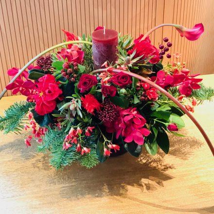 クリスマスパーティのキャンドルアレンジメント (生花)